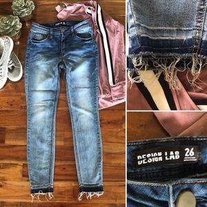 Design Lab blue jeans distressed raw hem size 26